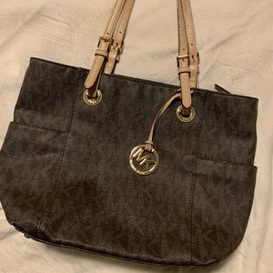 Michael Kors Signature over the shoulder tote